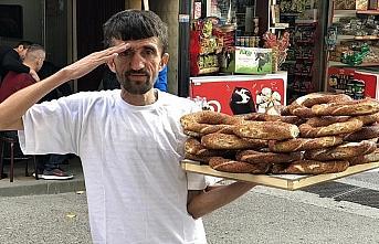 'Simitçi Erkan' iki günlük gelirini Mehmetçik...