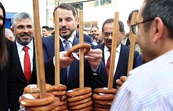 Bakan Berat Albayrak, Samsun simidini basın mensuplarına...