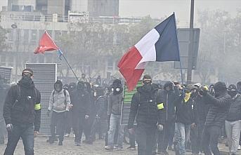 Fransa'da sarı yelekliler gösterilerin birinci yılında...