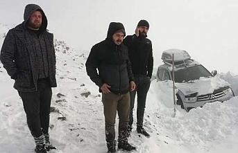 Kardan dolayı 23 kişi mahsur kaldı