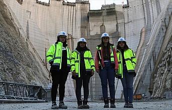 Türkiye'nin en yüksek baraj inşaatına 'kadın...