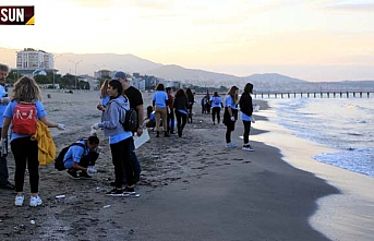 Yabancı öğrenciler Samsun sahilini temizledi
