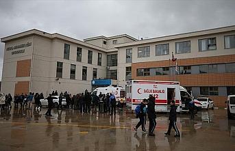 Bursa'da ağır kokudan etkilenen öğrenciler hastaneye...