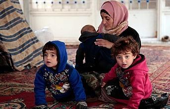 İdlib'deki cami bombardımandan kaçanların 'sığınağı'...