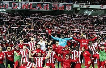 Lider Sivasspor'un '58 bilet' kampanyasına destek...