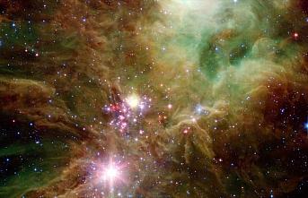 NASA'nın Spitzer Teleskobu Yılbaşı Ağacı Yıldız...
