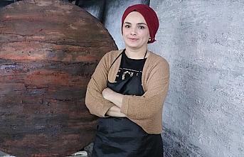 Ressam Emine Dokumacı: Resim yaparken Anadolu'dan...