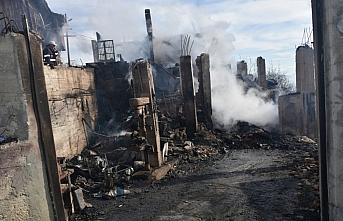 Köyde çıkan yangında 2 ev kullanılamaz hale geldi