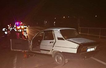 Sinop'ta otomobil köprü korkuluğuna çarptı: 1 ölü, 1 yaralı