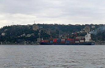 Yük gemisi İstanbul Boğazı'nda karaya oturdu