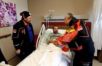 AFAD'ın kahramanları enkazdan çıkardıkları aileyi ziyaret etti