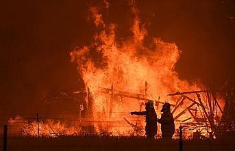 Avustralya'daki yangınlarla mücadeleye ABD'li şarkıcıdan...