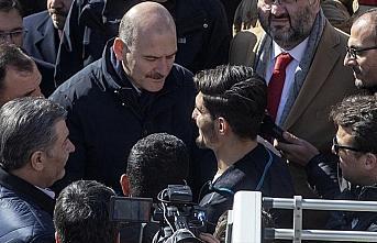 Bakanlar enkazdan iki kişiyi çıkaran Suriyeli Mahmud'a teşekkür etti