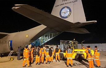 Deprem yardımları askeri kargo uçaklarıyla bölgeye...