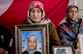 Diyarbakır annelerinden Akkuş: Kızım kokunu, sesini...