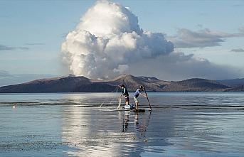 Filipinler'deki Taal Yanardağı lav ve kül püskürtmeye...