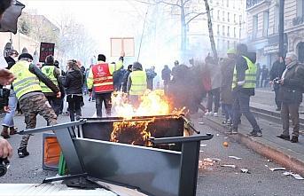 Fransa'da emeklilik reformuna karşı gösterilerde...
