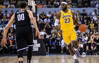 Lakers, LeBron James'in 'triple-double' yaptığı...