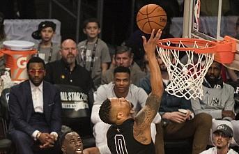 NBA'de Damian Lillard 61 sayıyla kariyer rekorunu...
