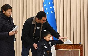 Özbekistan'da 25 bölgede halk genel seçim için...