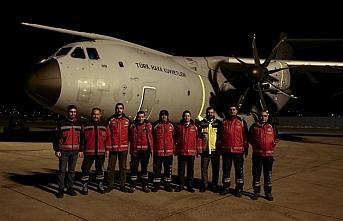 Somali'deki yaralıları Türkiye'ye getirecek sağlık ekibi uçakla Mogadişu'ya gitti