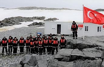 Antarktika Bilim Seferi'ni gerçekleştiren ekip Türk...