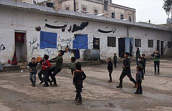 Bombalardan kaçan İdlibli aileler çareyi 'hapishaneye...