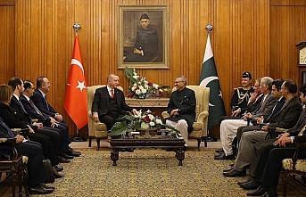 Cumhurbaşkanı Erdoğan ile Pakistan Cumhurbaşkanı...