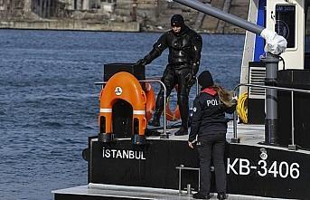 Deniz polisi, riskli kurtarma çalışmalarında robot...