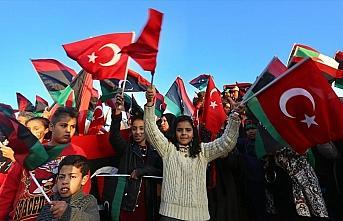 Libyalılar devrimin 9'uncu yılını Türk bayraklarıyla kutladı