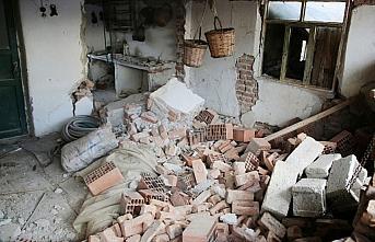 Manisa'daki depremde 305 ağır hasarlı yapı-konut...