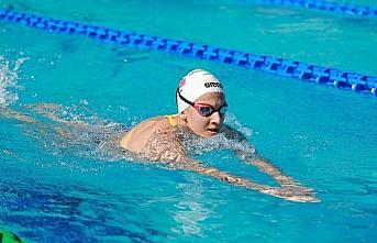 Milli yüzücü Beril Böcekler Fransa'da şampiyon...