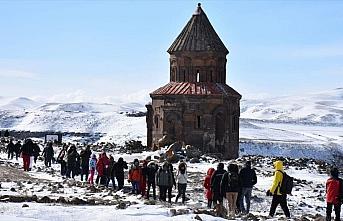 'Orta Çağ'ın hoşgörü kenti Ani' çetin kışta...
