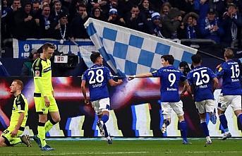 Schalke 04'e Ahmed Kutucu'nun golü galibiyet için...