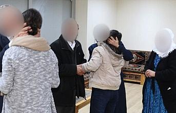 Siirt'te polisin iknası sonucu 2 terörist teslim...