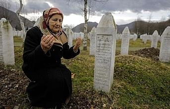 Srebrenitsa'nın yalnız anneleri, eski fotoğraflarla...