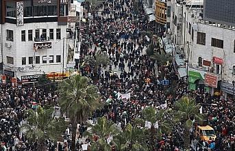 Trump'ın sözde barış planı Ramallah'ta protesto...