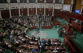 Tunus'ta yeni hükümet güvenoyu alamazsa erken seçime...