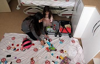 Vuhan'dan tahliye edilip gözlem altında tutulanların hastaneden çıkış görüntüleri paylaşıldı