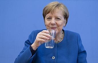Almanya Başbakanı Merkel'e yapılan Kovid-19 testi...