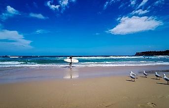 Avustralya'da Kovid-19 önlemine uyulmayan plaj...