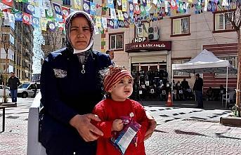 Diyarbakır annelerinden Demir: Kızım annen 200...