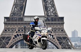 Fransa'da polisler de maske yetersizliğine tepki...