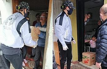 Futbolcu Yusuf Yazıcı ihtiyaç sahiplerine gıda yardımında bulundu