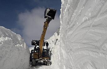 Hakkari'de kar kalınlığının 10 metreyi bulduğu...