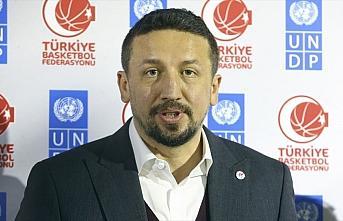 Hidayet Türkoğlu'ndan 'evde kaldığını' gösteren 100 kişiye hediye