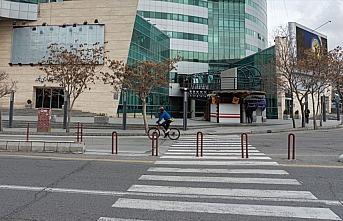 İran'da koronavirüs tedbirleri kapsamında şehirlerden...