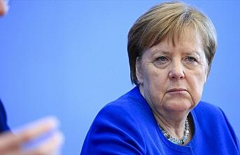 Merkel koronavirüs nedeniyle kendisini karantinaya...