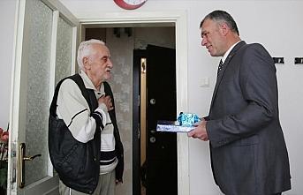 Polis kötü davrandığı yaşlı adamdan özür...