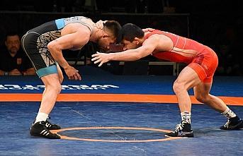 Dünya Güreş Birliği, koronavirüs nedeniyle tüm şampiyona ve turnuvaları erteledi